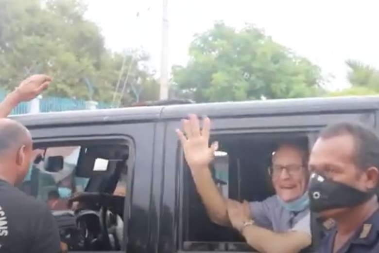 Richard Daschbach waves from a police van before starting his trial on Feb. 22. (Photo: YouTube)