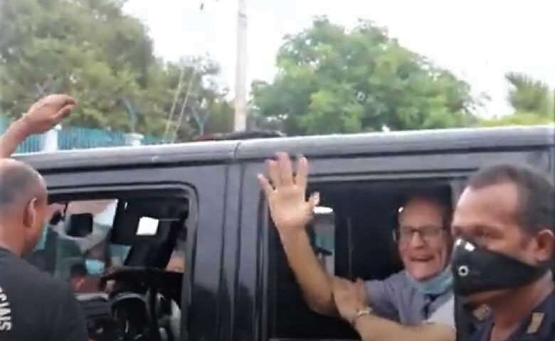 Richard Daschbach waves from a police van before the start of his trial on Feb. 22. (Photo: YouTube)
