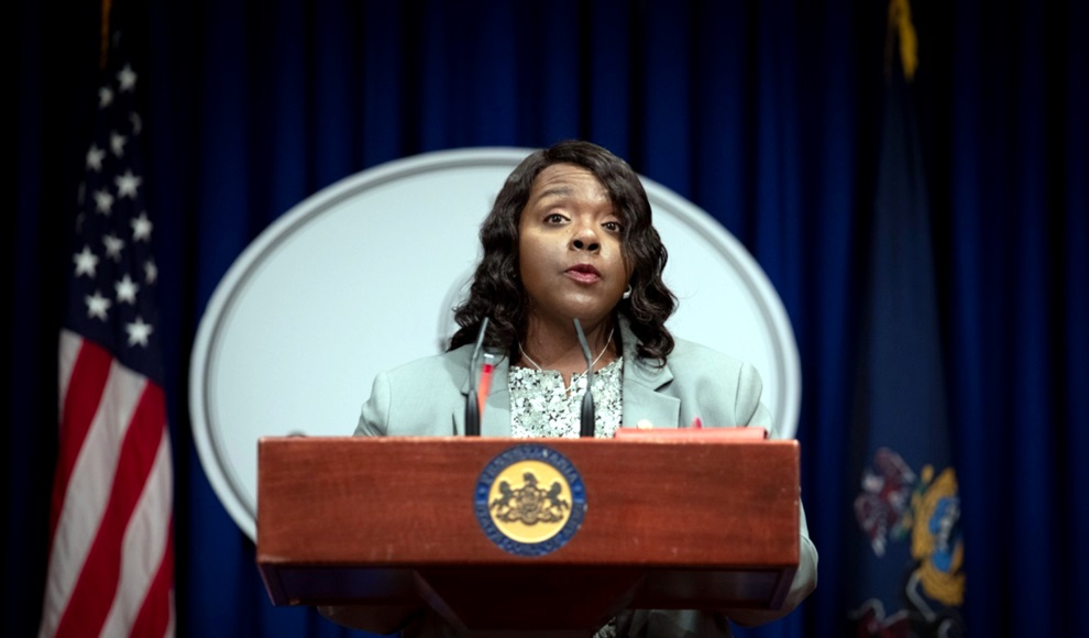 Acting Secretary Veronica Degraffenreid fields questions about the Pennsylvania Office of State Inspector General's probe into the Department of State's failure to advertise a constitutional amendment.  Commonwealth Media Services