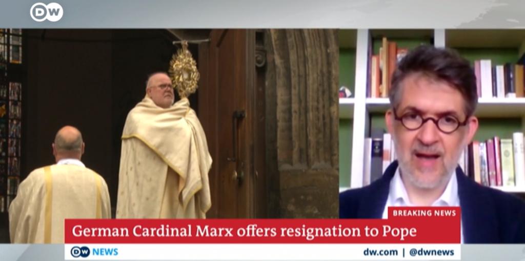 Cardinal Reinhard Marx and Commentator Martin Gak. Screenshot from the video report