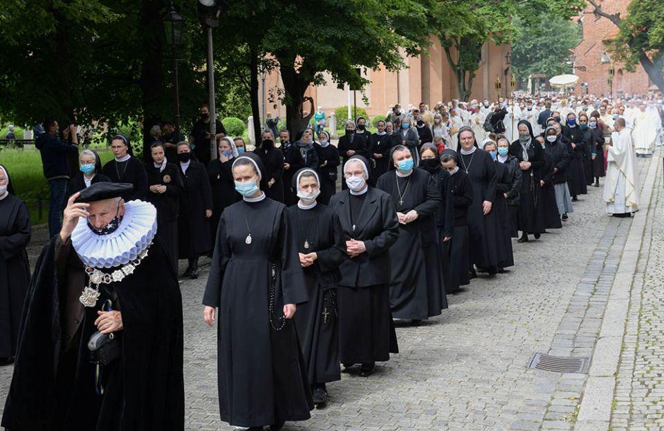 Nuns wearing protective masks take part in a Corpus Christi procession in Krakow, Poland, June 11, 2020, during the COVID-19 pandemic. (CNS/Agencja Gazeta via Reuters/Jakub Porzycki)
