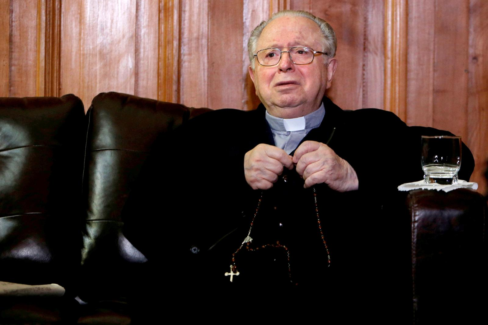 Chilean Fernando Karadima, the defrocked priest at the heart of a sexual abuse case that rocked Chile's Catholic Church, died of natural causes July 25, 2021. He was 90. He is pictured with a rosary inside the Supreme Court building in Santiago Nov. 11, 2015. (CNS photo / Carlos Vera, Reuters)