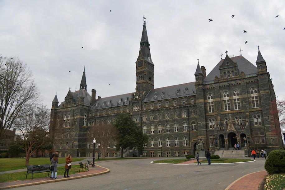 El campus principal de la Universidad de Georgetown. Un ex rector de la escuela ha sido acusado de agredir sexualmente a estudiantes. (Marvin Joseph / The Washington Post)