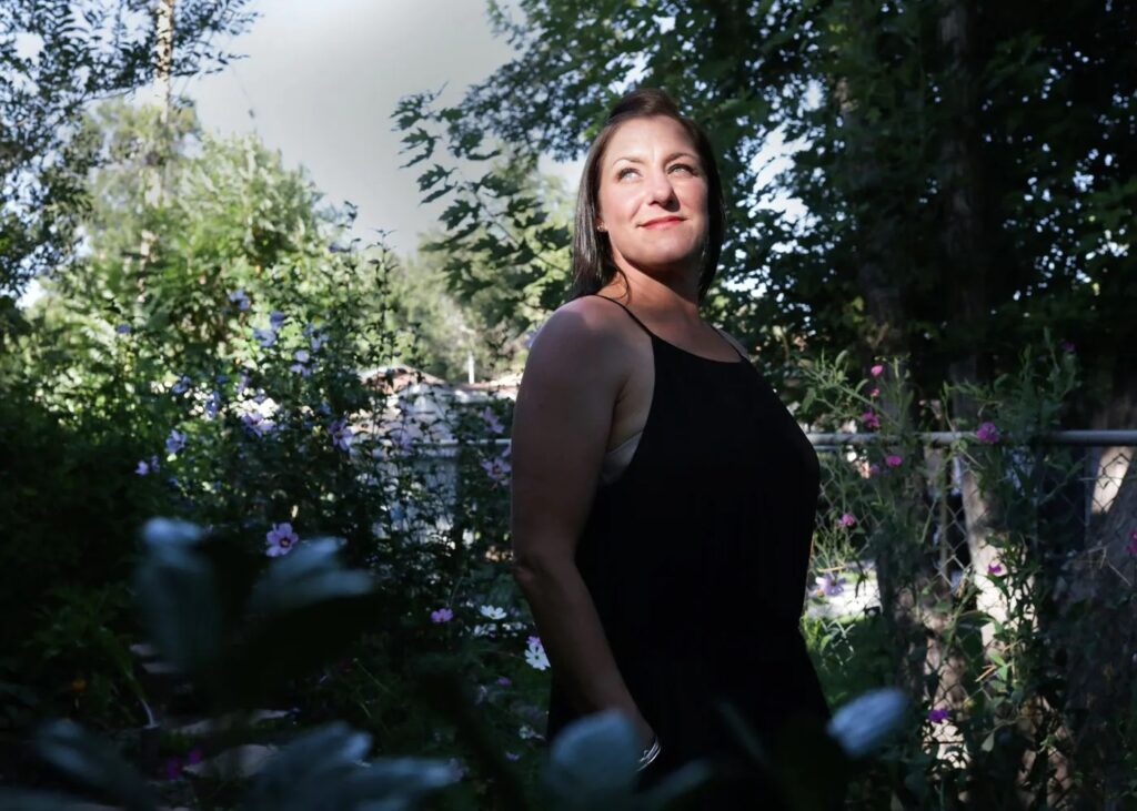 Jules Woodson poses for a photo at her home in Colorado Springs, Colo., in August. (Rachel Ellis for The Washington Post)