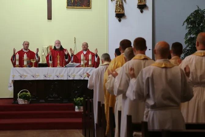 Cardinal Seán O'Malley celebrates Mass during a safeguarding summit in Warsaw, Poland, Sept. 20, 2021./ episkopat.pl