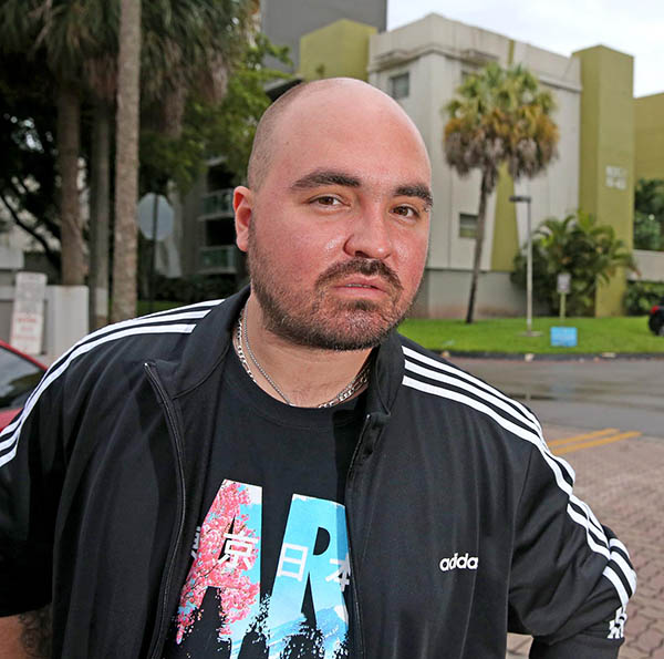 Carlos Lomena outside the Florida apartment building from which he was evicted. Image: Charles Trainor Jr / Miami Herald